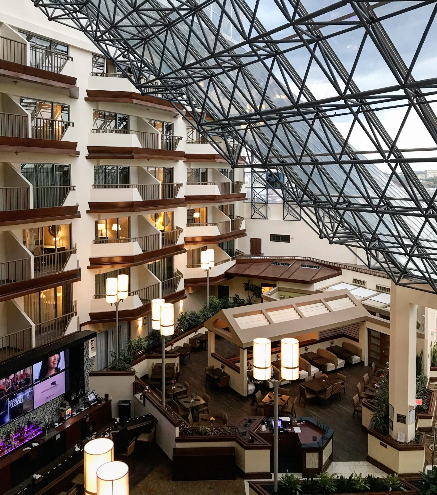 overhead view of the doubletree hotel lobby near the airport (MCO)
