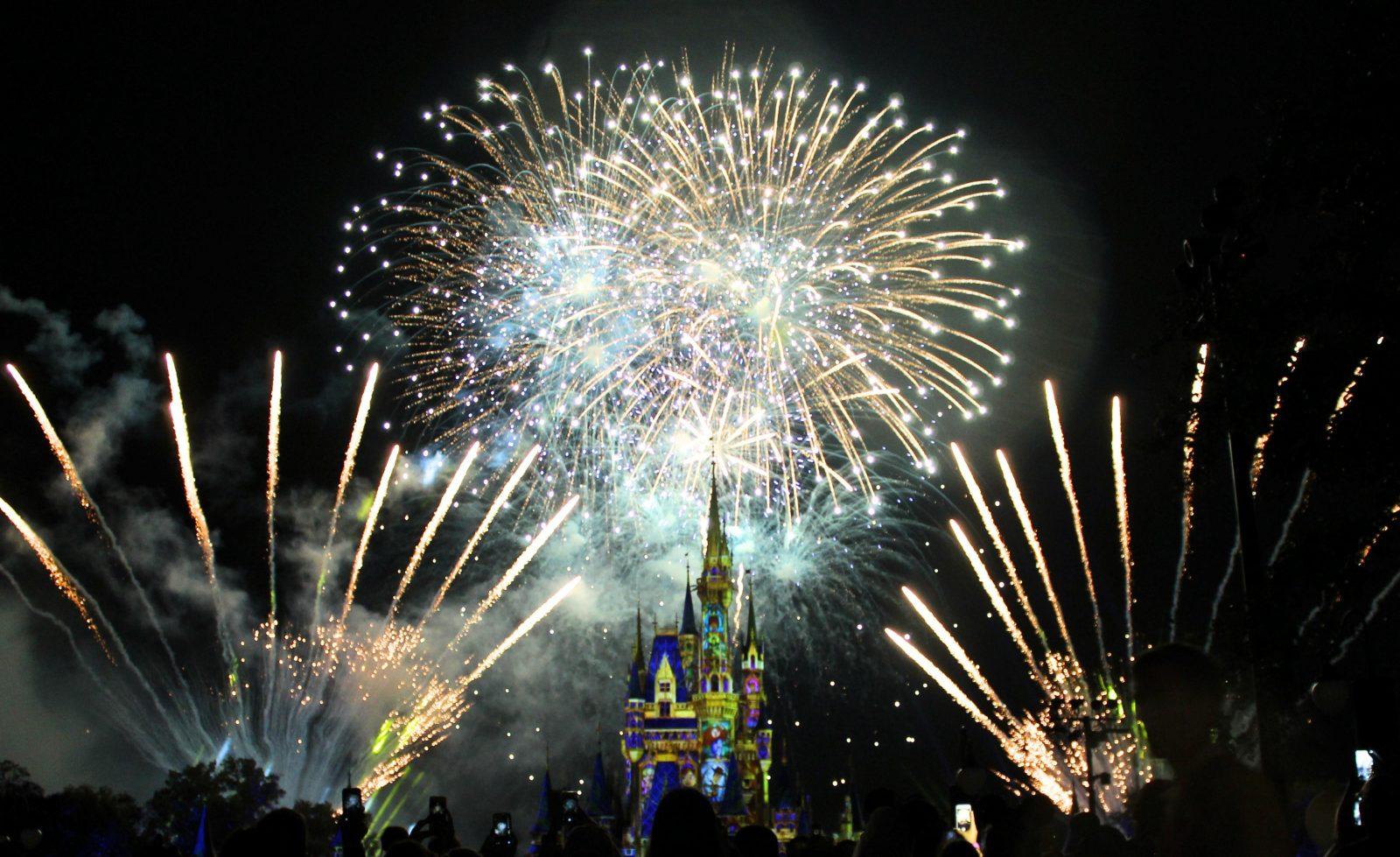 magic kingdom fireworks over cinderella castle