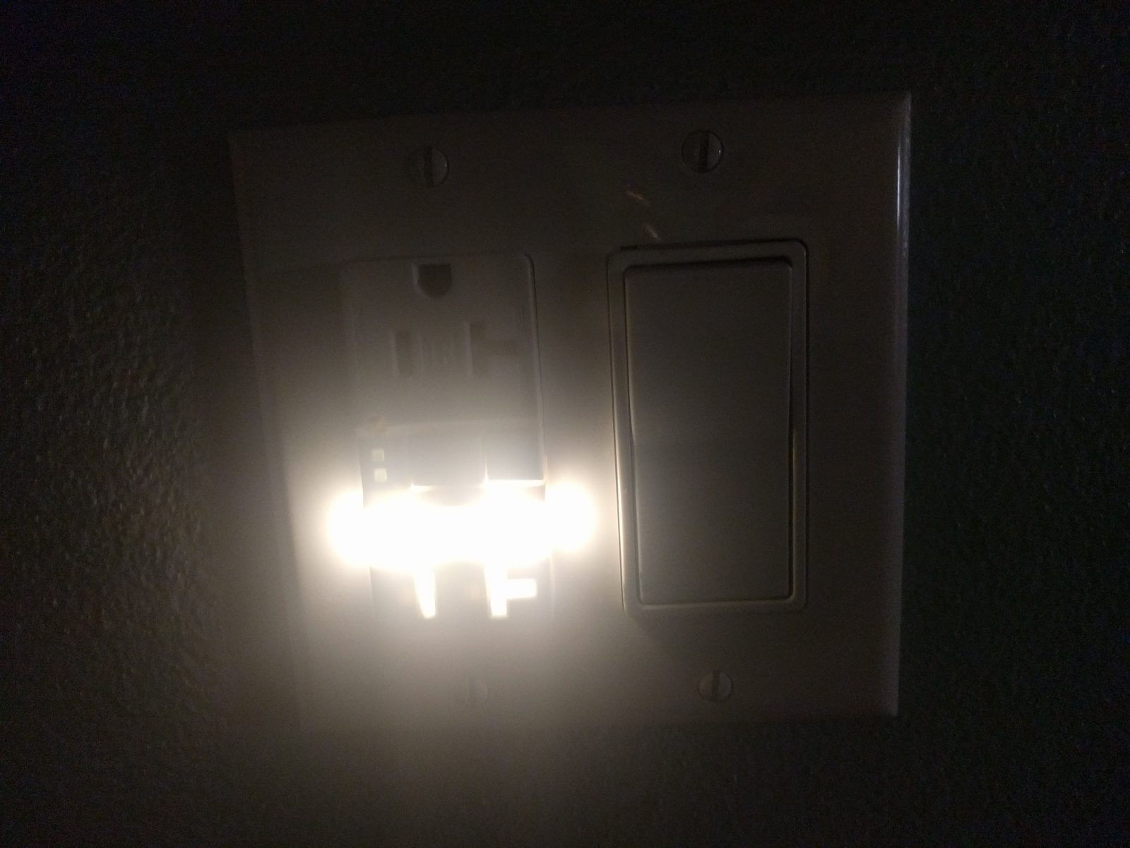 night light built-in to the light switch