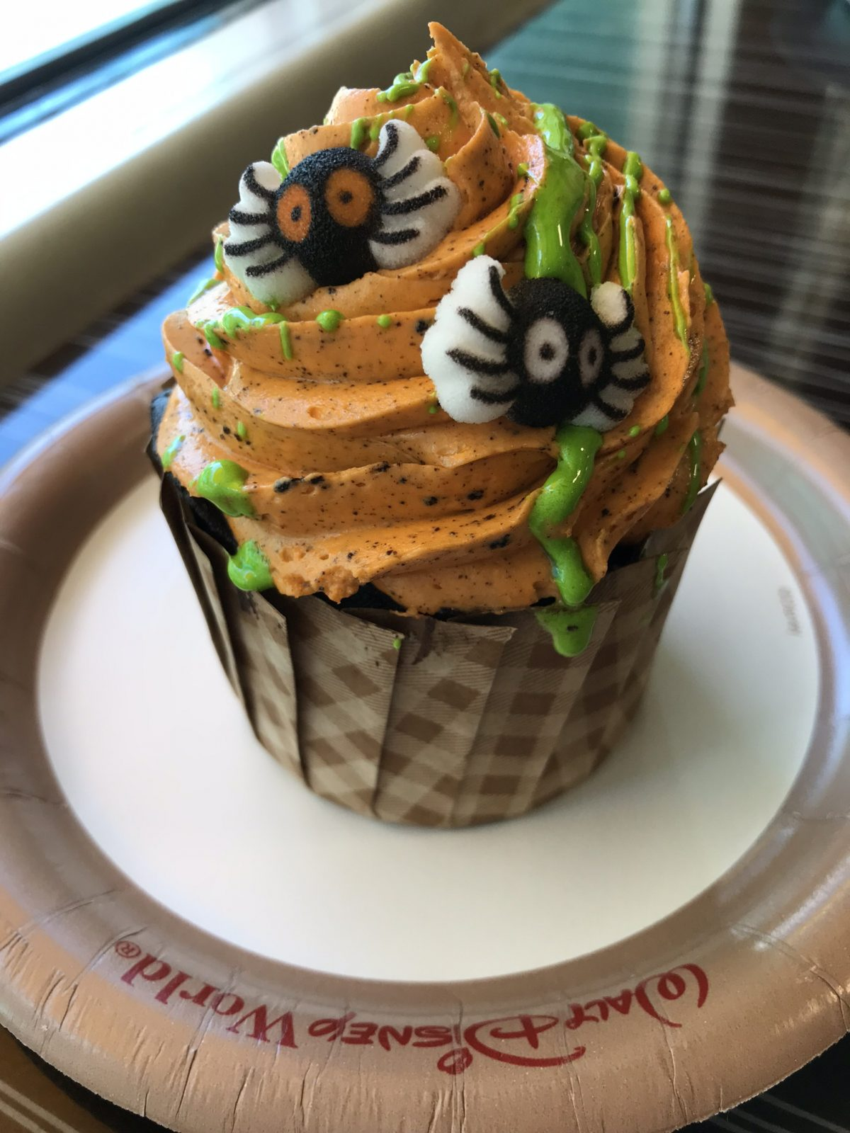 halloween themed cupcake treat at Disney world