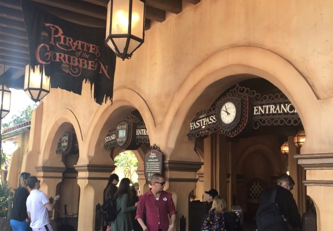 pirates of the caribbean stand by entrance and fast pass entrance