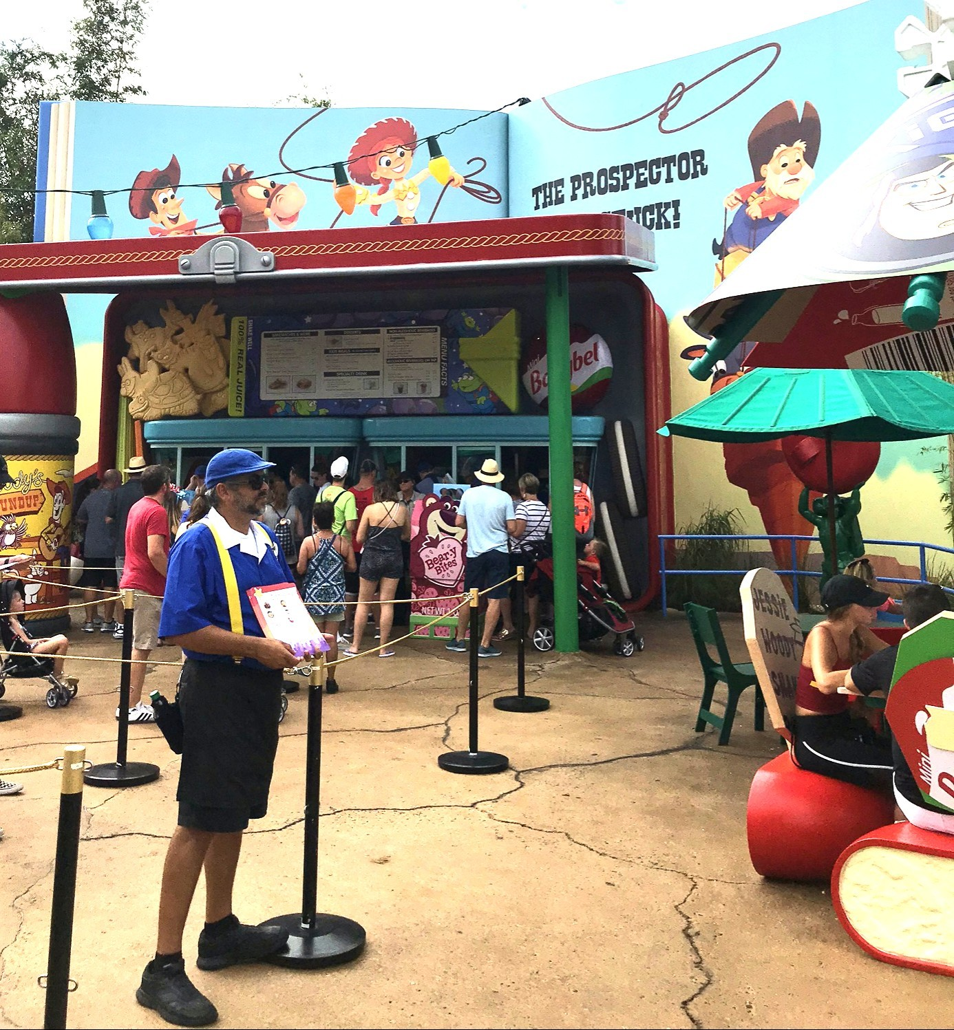 Exterior of Woody's Lunch Box - hollywood studios quick service dining