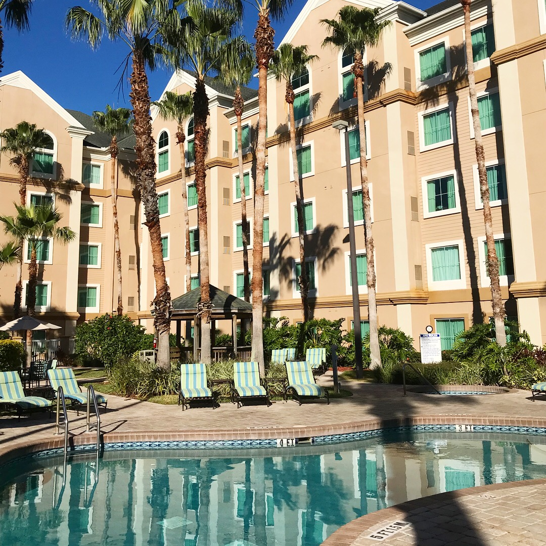 Hawthorn Suites Lake Buena Vista resort and pool