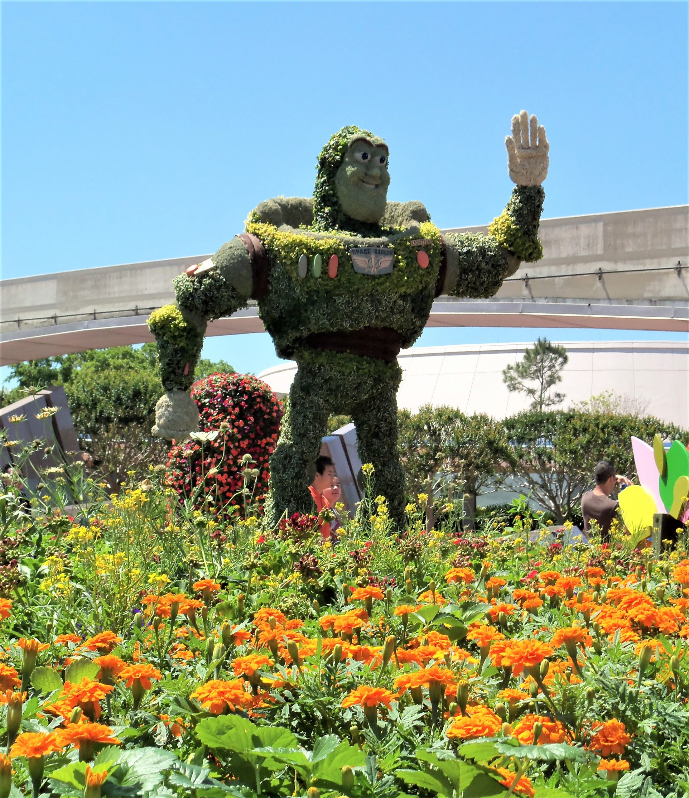 buzzlight year topiary