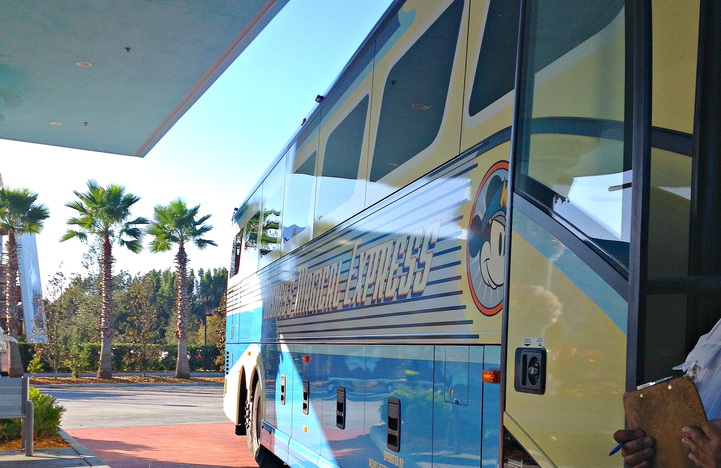 outside of bus - disney magical express reservations