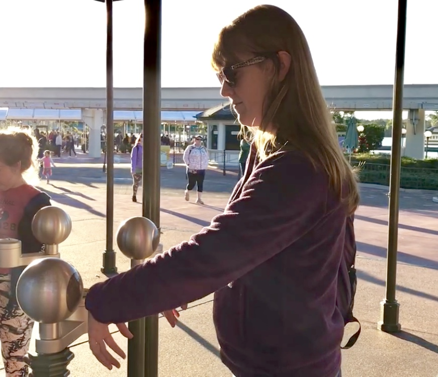woman scanning a magic band to enter a disney park