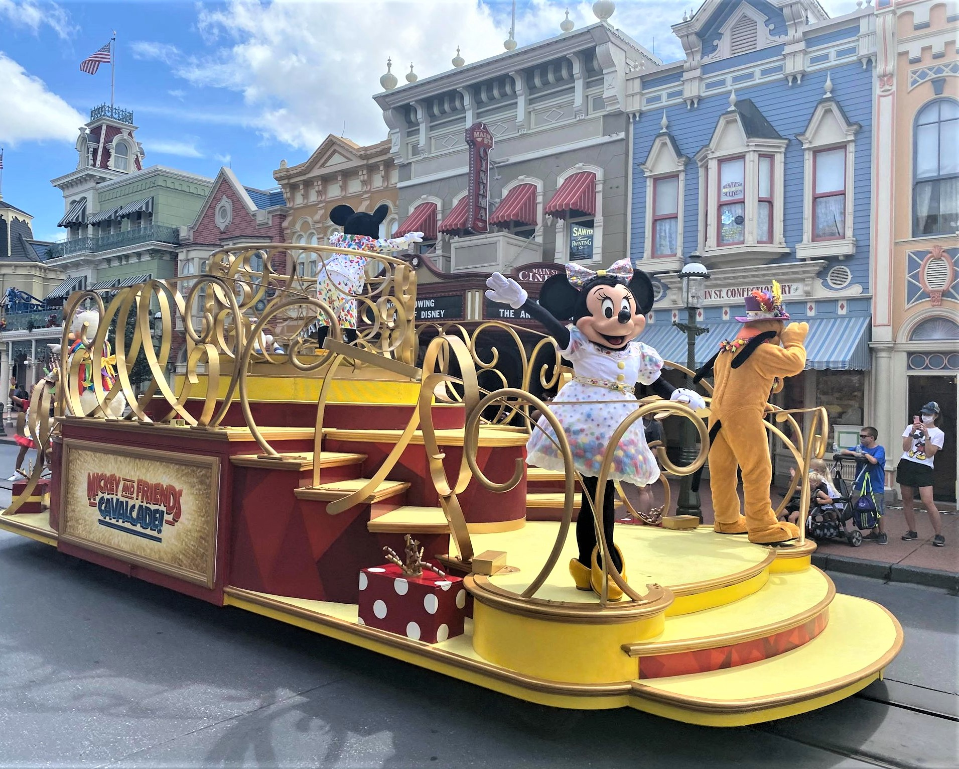 minnie and pluto on parade float